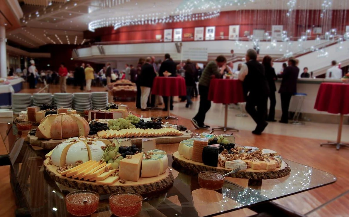 How to Reduce Your Expenses on Corporate Catering - 4 Tips